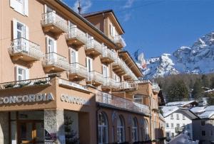 josl-mountain-lounging-hotel